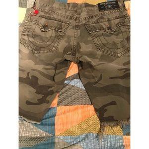 Men True Religion Ricky Cut off shorts